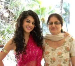 Taapsee Pannu Mother and Sister